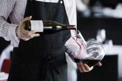 сомелье,подача вина,вина в ресторане