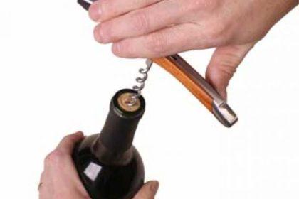 Подача вина в ресторане