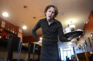 Ресторан не нравится клиентам - Плохой официант