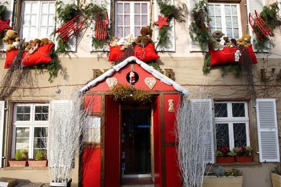 Новогодние праздники в ресторане -украшение помещения