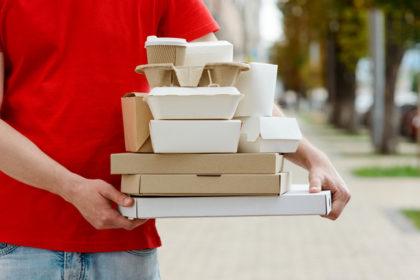 Организация доставки из ресторана: Сторонние сервисы VS Собственные курьеры