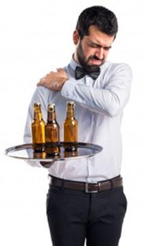 Растяжения у официантов от переноса тяжестей